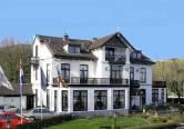 Het witte majestueuze huis aan de voet Duinen. Ofwel, het sfeervolle Hotel Villa de Klughte aan de zuidelijke duinenrij van Wijk aan Zee.Een g...